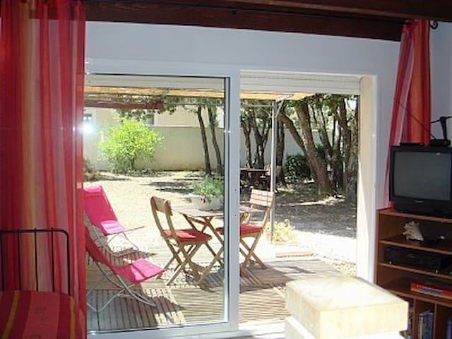 Gite avec jardin et accès piscine - Saint-Siffret - Leilighet