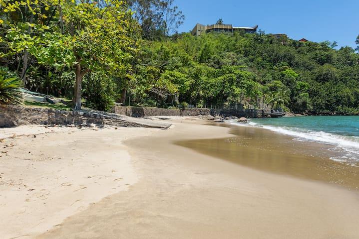 Pequena praia em uma chácara, tranqüilidade e muita exclusividade.