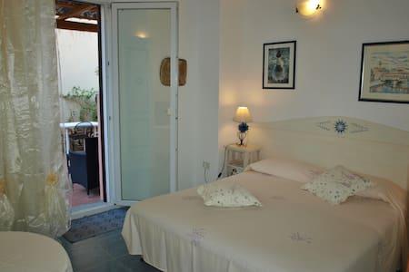 Elegante,silenzioso, centro storico - La Maddalena - Bed & Breakfast
