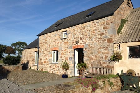 Stable Cottage at Cardeeth, Cresselly - Cresselly