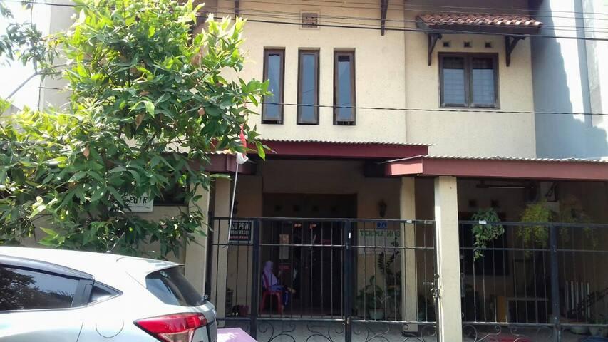 Key Syariah Guest House (khusus putri)