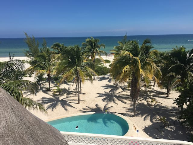 Large private beachfront property with ac and WiFi - Telchac Puerto