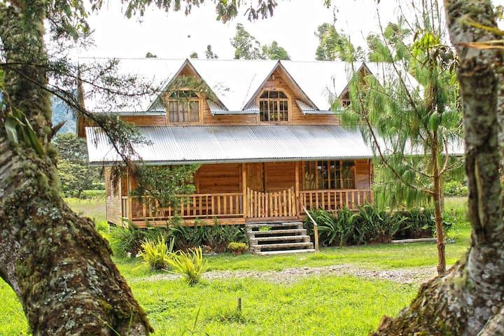 Cabaña de madera Churumazú