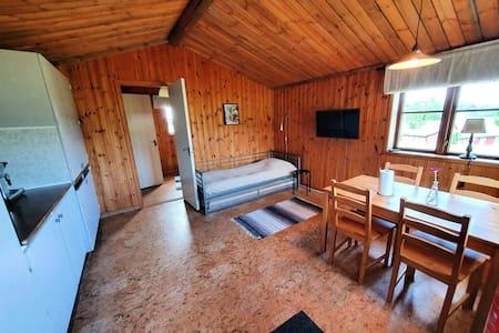 Mysig stuga på Tykarpsgrottans camping