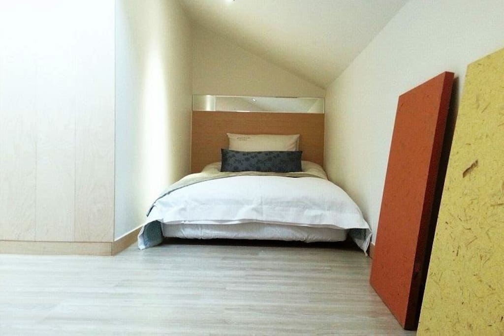 Private Single Bed Room