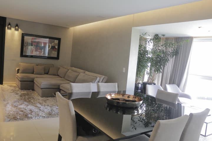 Apartamento decorado e mobiliado no Vila da Serra