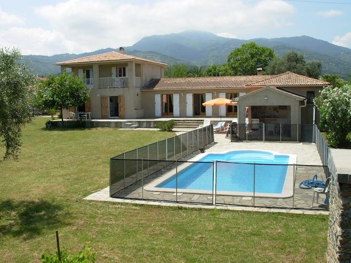 Villa mit Sommerküche und Pool