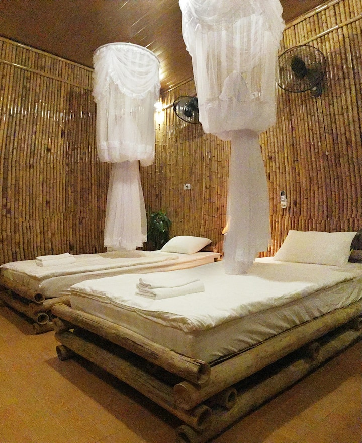 Bamboo twin room with mountain view