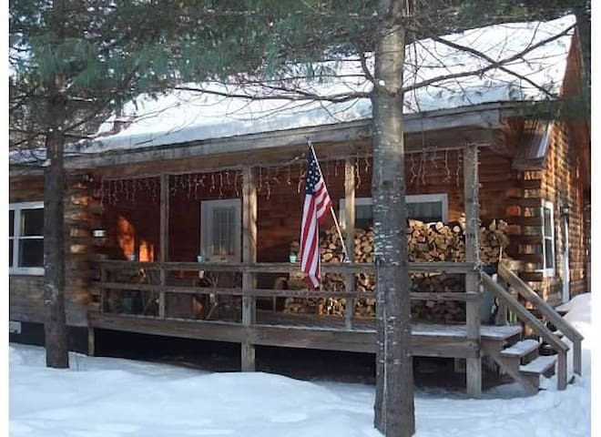 Cozy Log Cabin 5 minutes to Gore Mt - North Creek - Rumah