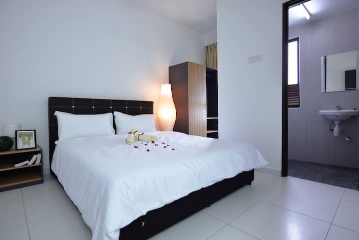 Homestay Ayer Keroh Melaka @ DELUXE Cozy Stay 3BR