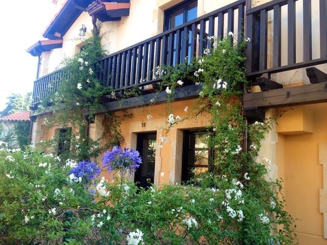 """""""Aptos Santillana del Mar"""" en el centro con jardín - Santillana del Mar - Apartment"""