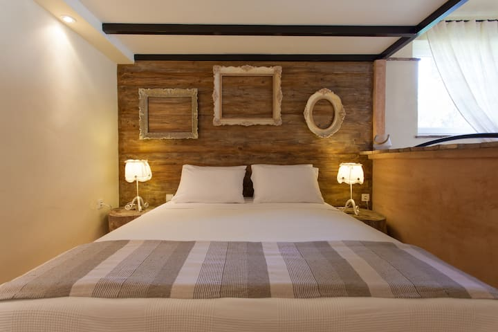 A big and comfortable bed is essential for a great vacation,