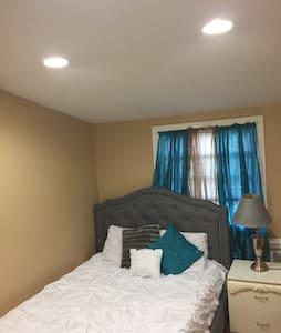 Beautiful Room Mins from JFK Int'l - Springfield Gardens