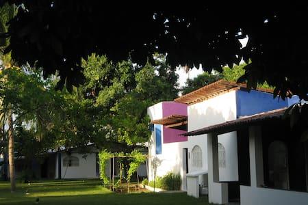 Cosy house, beautiful garden  - Paripueira