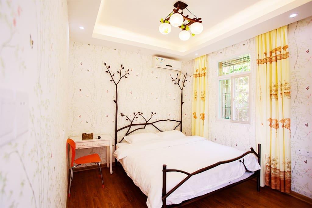 房型:1.8米大床房;房间号303