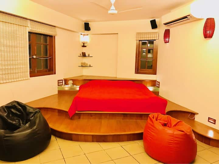 Luxurious, Comfortable & Spacious Studio Apartment  Ours is beautiful Studio apartment (650 square feet) with all Modern Amenities and designed in a Contemporary Style!  It is ideal for Couples and Families (upto 4 people), business travellers etc.  Locat