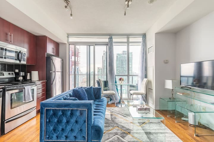 Gorgeous 1BR Condo in front of Scotiabank Arena