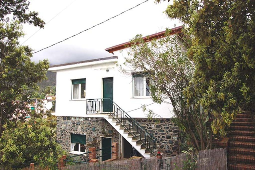 Villa Monterosso is an independent House made up of two apartments