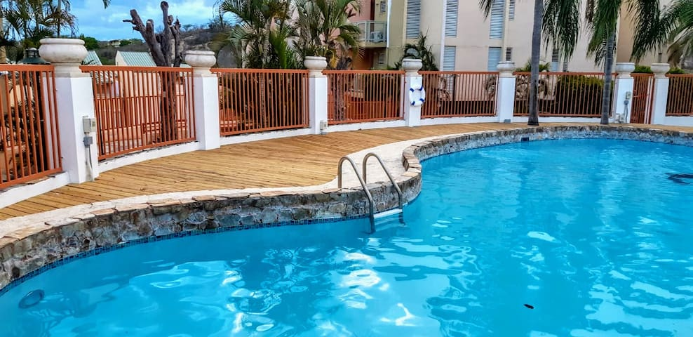 Couples Deal! ♥ Suite w/balcony & King Size bed 3K