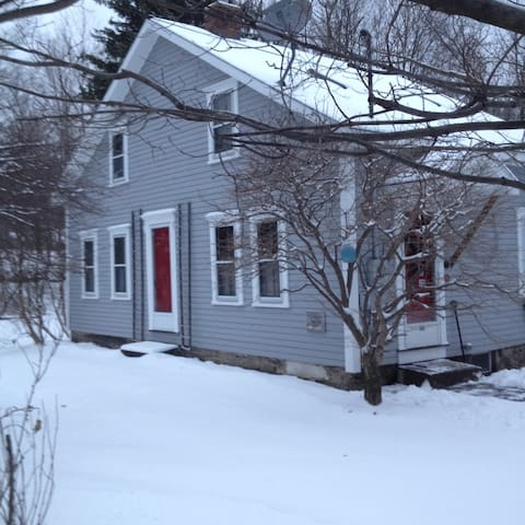 Ski Season Comfort Cottage - Stephentown Center - Ev