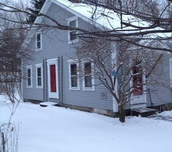 Ski Season Comfort Cottage - Stephentown Center - House