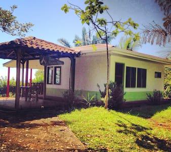 Casa Martín Peña-Punta Mala Lodge - Esterillos Oeste - บังกะโล