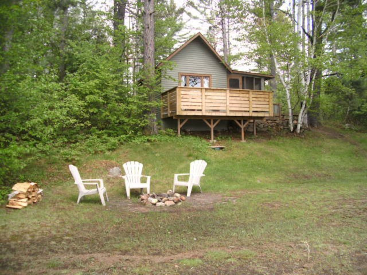 Cozy lakefront cottage!