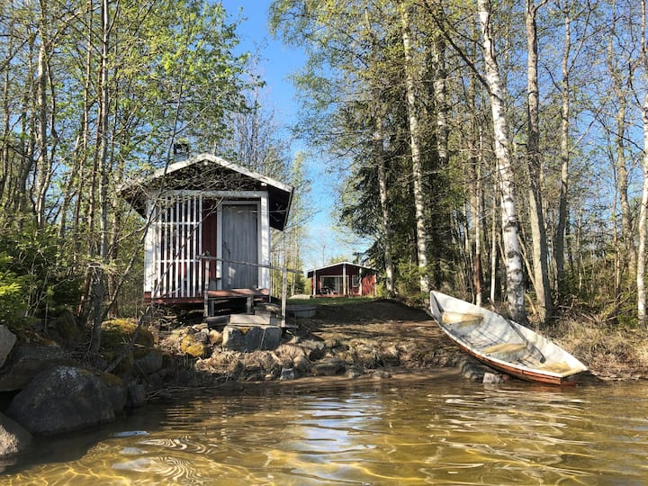 Lakeside log cabin and sauna