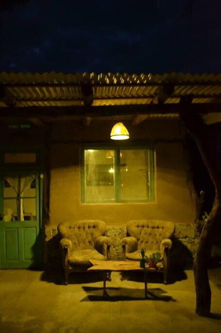 galería por la noche