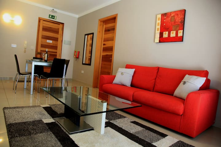 Modern Penthouse with Sunny Terrace - Swieqi - Apartment