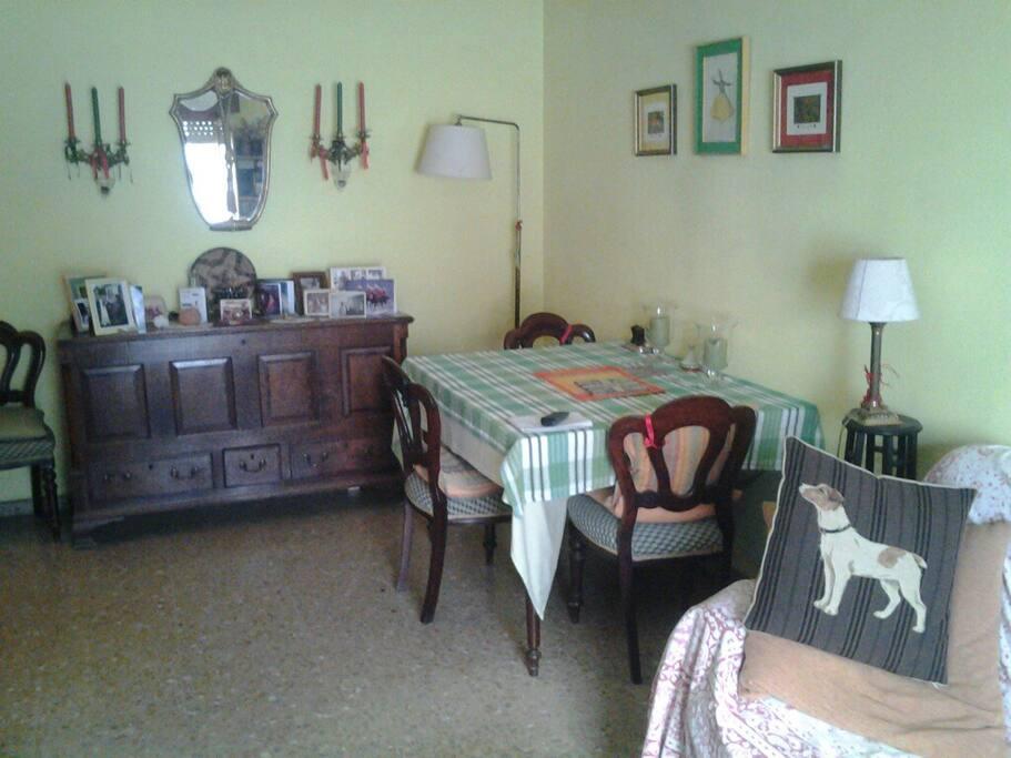 En pleno centro habitaci n doble en bonito piso bed and for Piso 1 habitacion sevilla