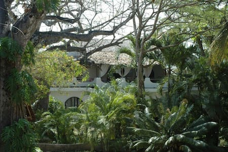 Baobab Villa in Shambani - Diani Beach - House