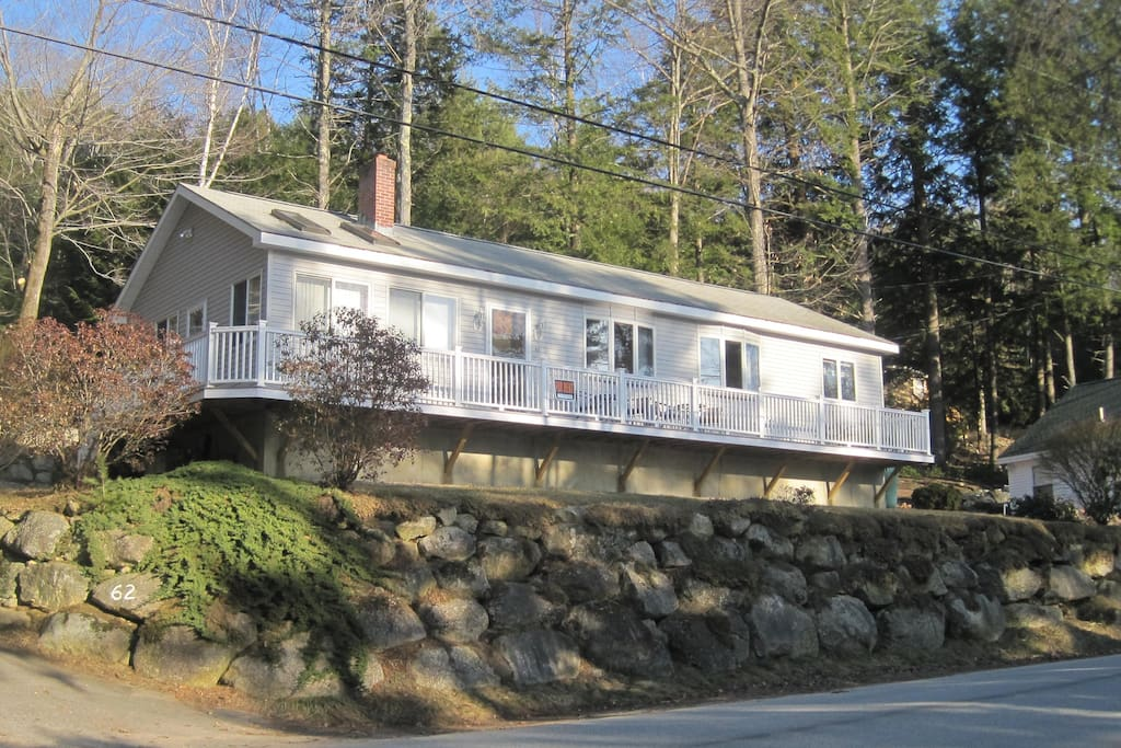 Lake winnipesaukee family home houses for rent in for Dude ranch new hampshire