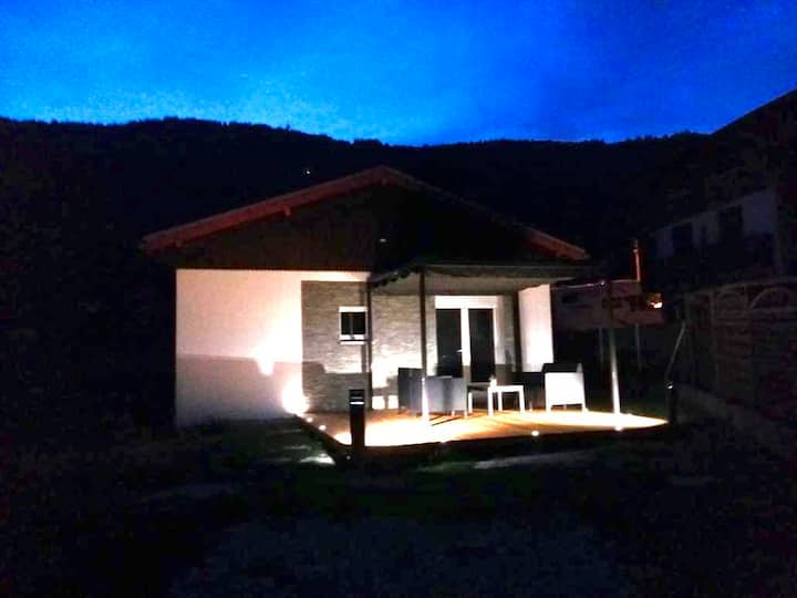 Petite maison avec jardin et terrasse