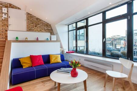 Bright room in central London, W1