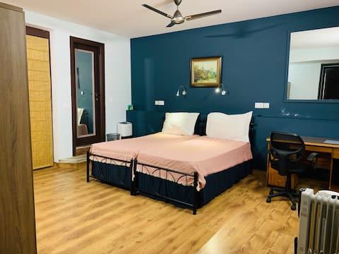 Pr. Room - WiFi/Bath - Nr Metro & Market Hauz Khas