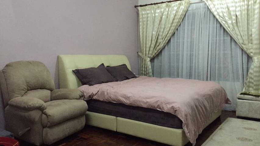 Cozy and spacious room in Puchong - Puchong - Hus
