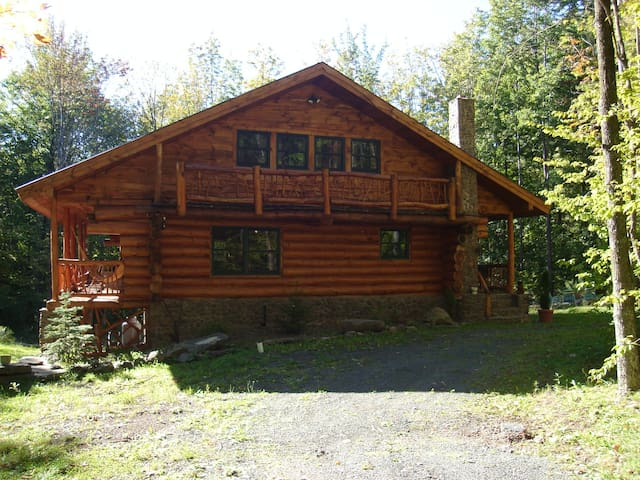 Log Home HunteNy /Windham   HOT TUB - Jewett - Kulübe