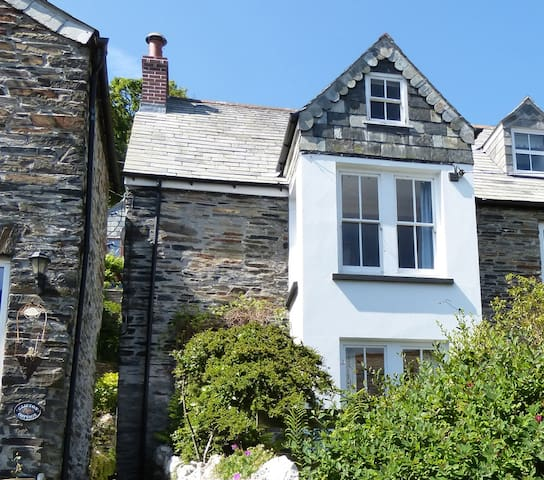 Quirky cottage, picturesque village - Boscastle - Casa