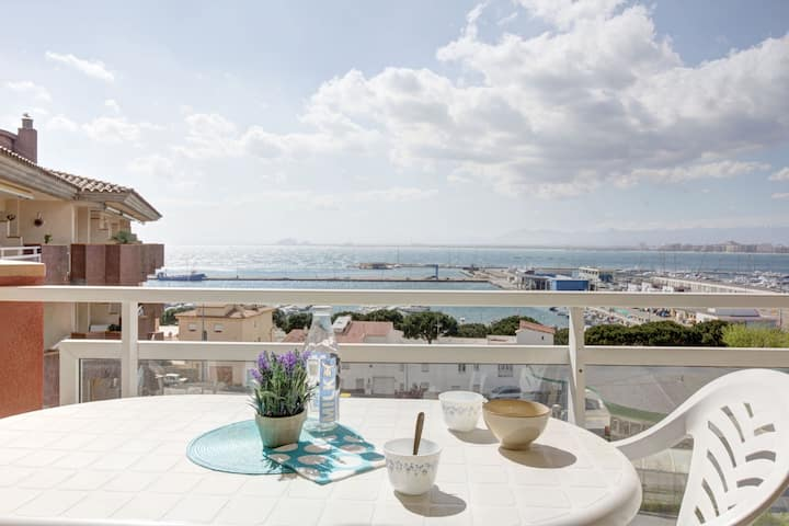 FANTASTIC SITUATION IN FRONT OF THE FISHING PORT AND WITH A VIEW OF THE BAY.BIG TERRACE. AIR CONDITIONING.