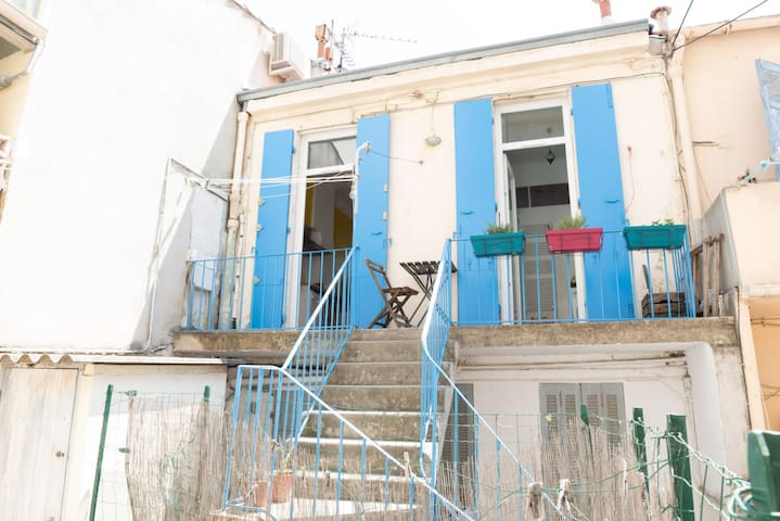 ATYPICAL AND CHARMING APARTMENT - CLOSE TO THE BEACH, MARSEILLE