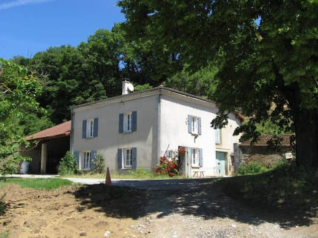Ferme rénovée du 19eme en plein coeur des collines - Chantemerle-les-Blés - Dom