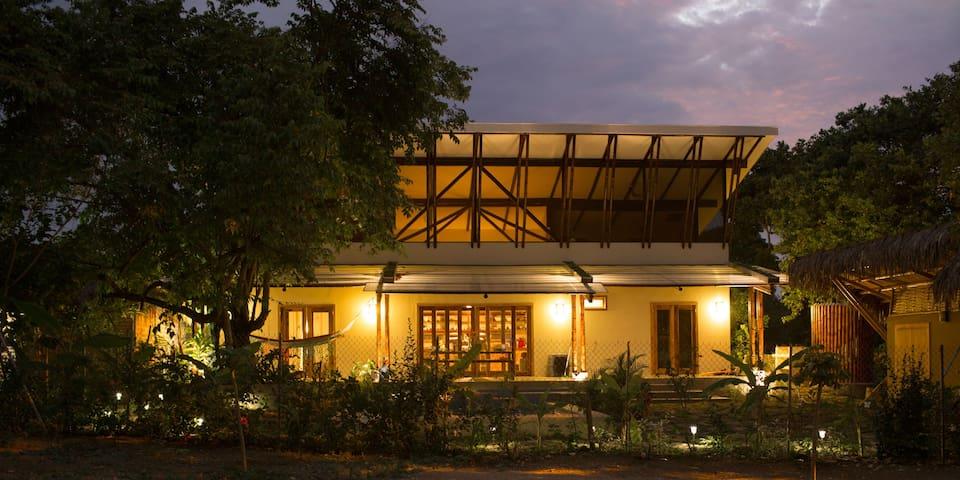 La Casa Blanca Ayampe Ecuador - Ayampe - House