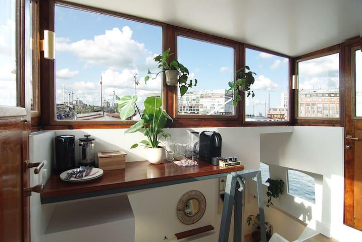 Luxury Houseboat - # (Hidden by Airbnb) - Romantic getaway!