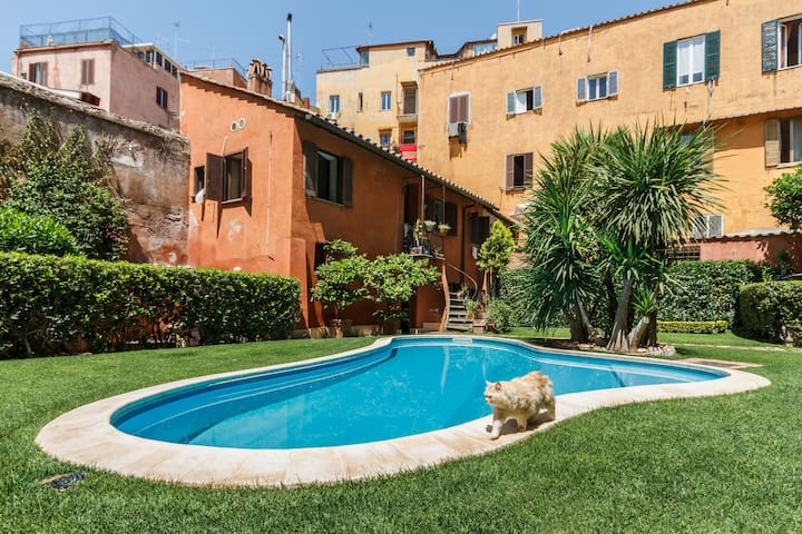 Apartment with pool in Trastevere, Rome