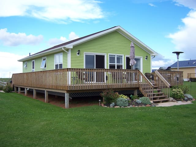 Cozy two-bedroom cottage PEI Waterfront - Kensington - Cabana