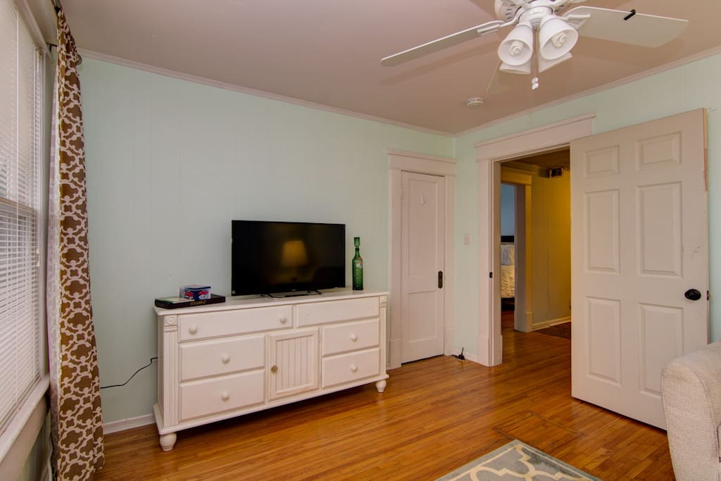 """""""A very clean, comfortable, and quiet home away from home. Several blocks away from multiple restaurants and one coffee place. Close to the West End.""""  Permit #201517191"""