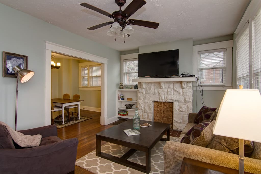 """""""Great experience. Light, airy, cheerful environment. Lots of breathing room. Incredibly clean. Great kitchen, fully equipped. Very responsive folks who responded immediately when we requested a few throw blankets for watching tv on chilly nights. Comfy furniture you can relax in after a long day. Win Win!!""""  Permit #201514536"""