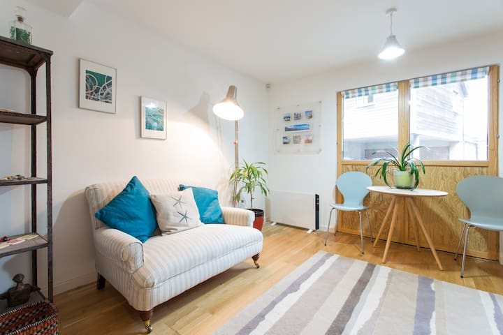 Spacious studio for 2 with parking - Saint Ives - Apartament