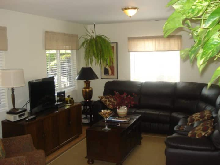 Cozy 2BD with Parking sleeps 6